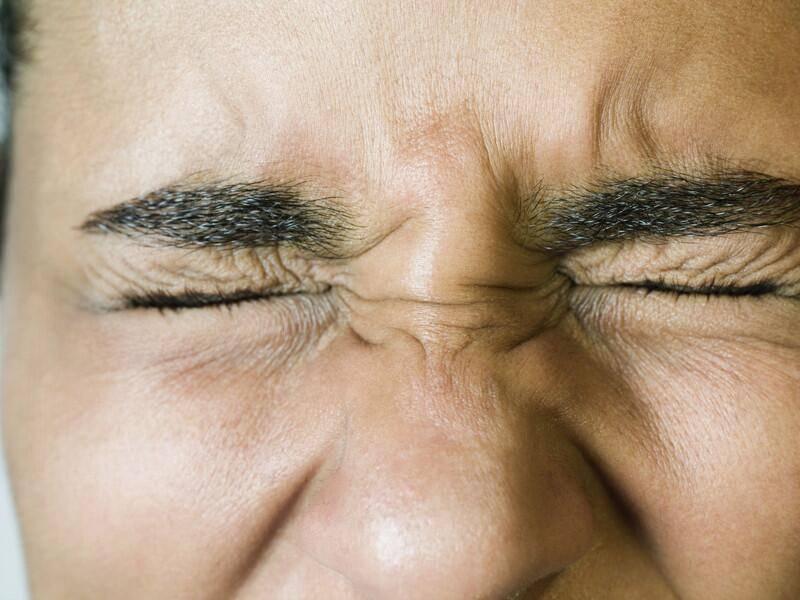 Частое моргание глаза у взрослых причины лечение