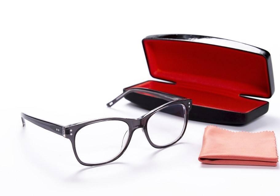 Уход за очками: как продлить жизнь любимым аксессуарам
