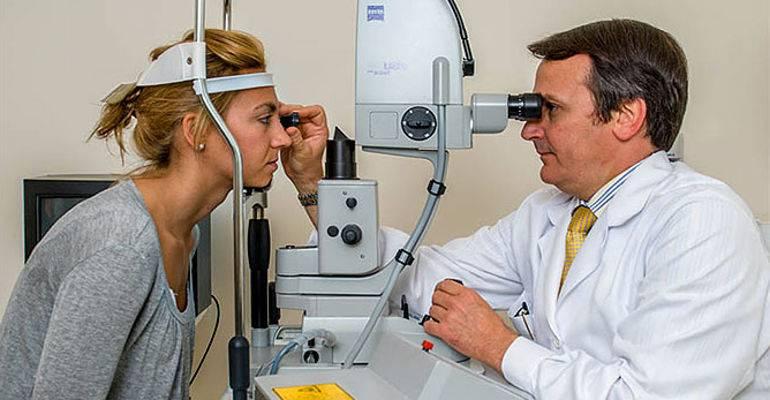 Операция при отслоении сетчатки глаза - цена, проведение, последствия