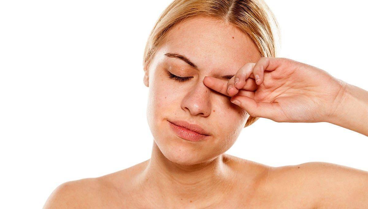 Болит правый или левый глаз – в чем опасность?
