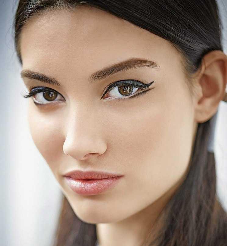 Близко посаженные глаза: особенности и коррекция при помощи макияжа