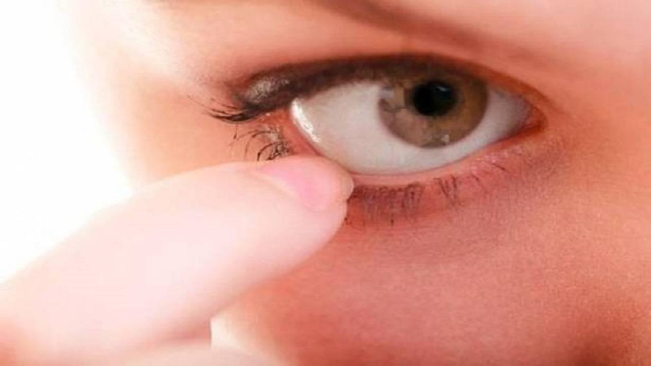 Больно моргать одним глазом: почему болит при моргании и надавливании, что делать