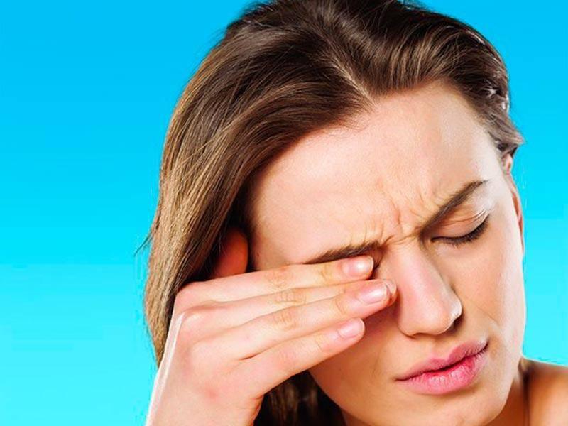 3 причины, по которым болит голова и красные глаза