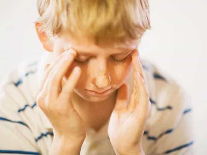 У ребенка болят глаза — разбираемся в причинах и сопутствующих симптомах