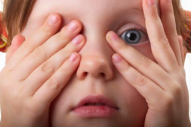 Ваш ребенок часто моргает глазами? разбираем причины