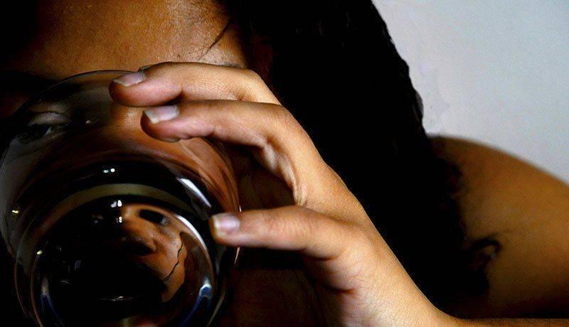 После алкоголя болят глаза и отекают (с похмелья, после запоя): причины, что делать