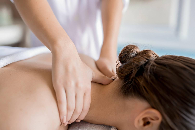 Регулярный массаж спины и шейно-воротниковой зоны – надежная защита от остеохондроза