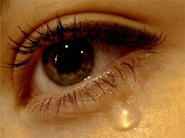 Сильно болят глаза от слез