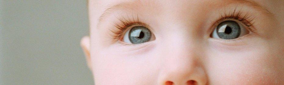 Почему косят глаза у новорожденного