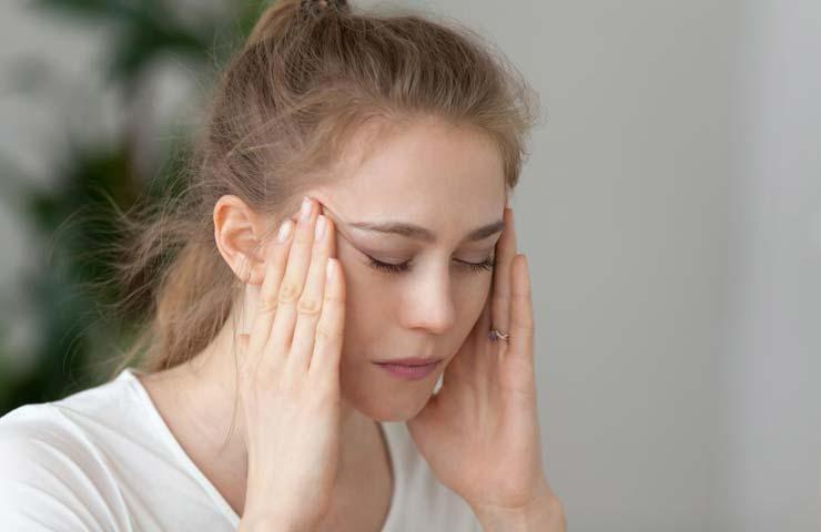 Симптомы болит голова слезятся глаза