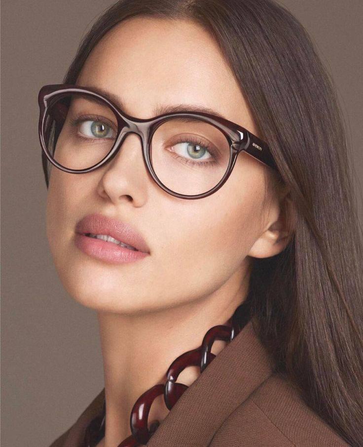 Российские знаменитости, которые носят очки из-за проблем со зрением