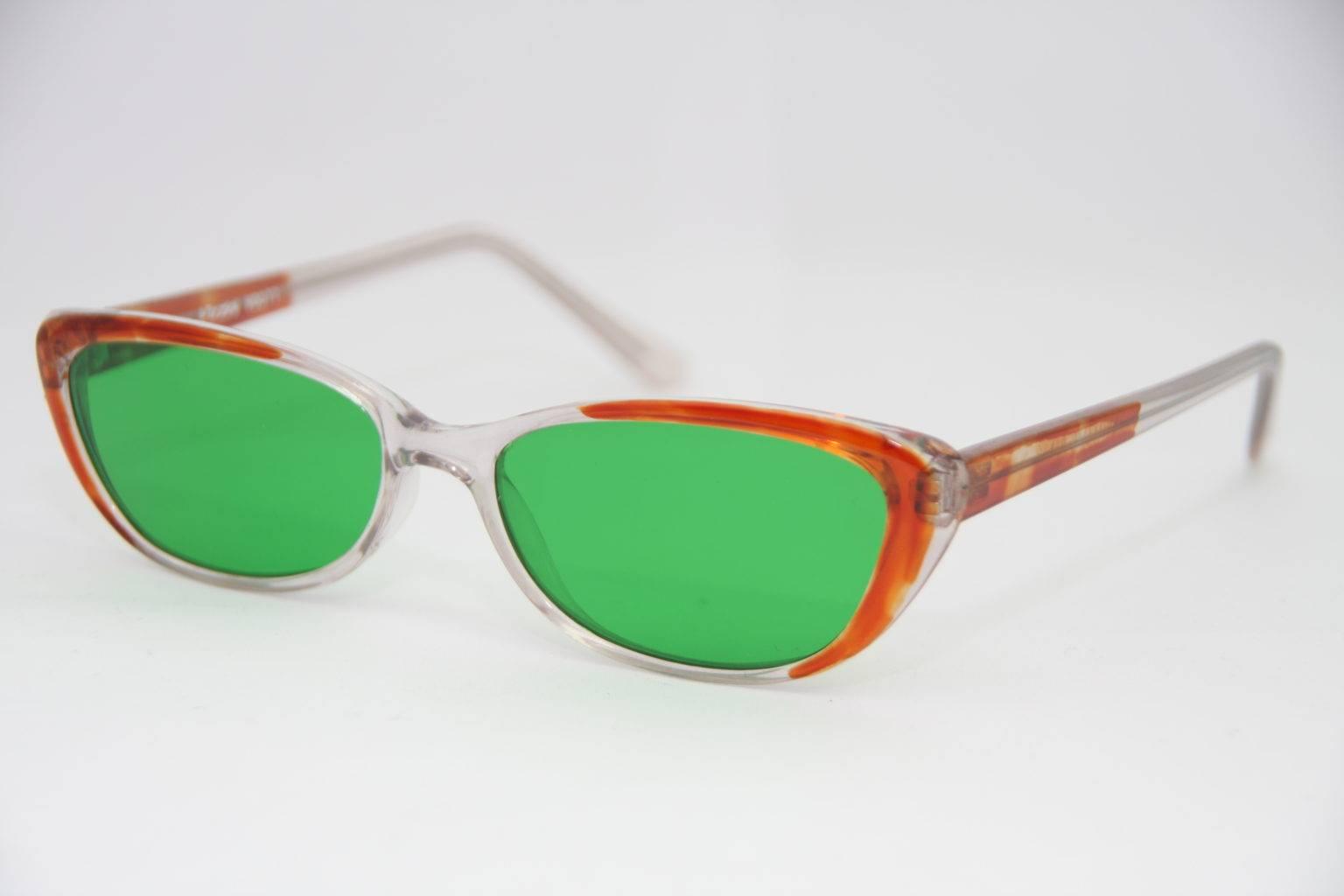 Глаукомные очки: разные виды очков-тренажеров, как и когда носить