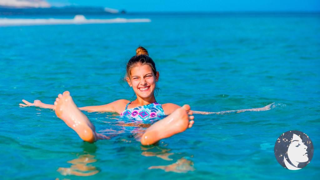 Можно ли купаться в линзах?
