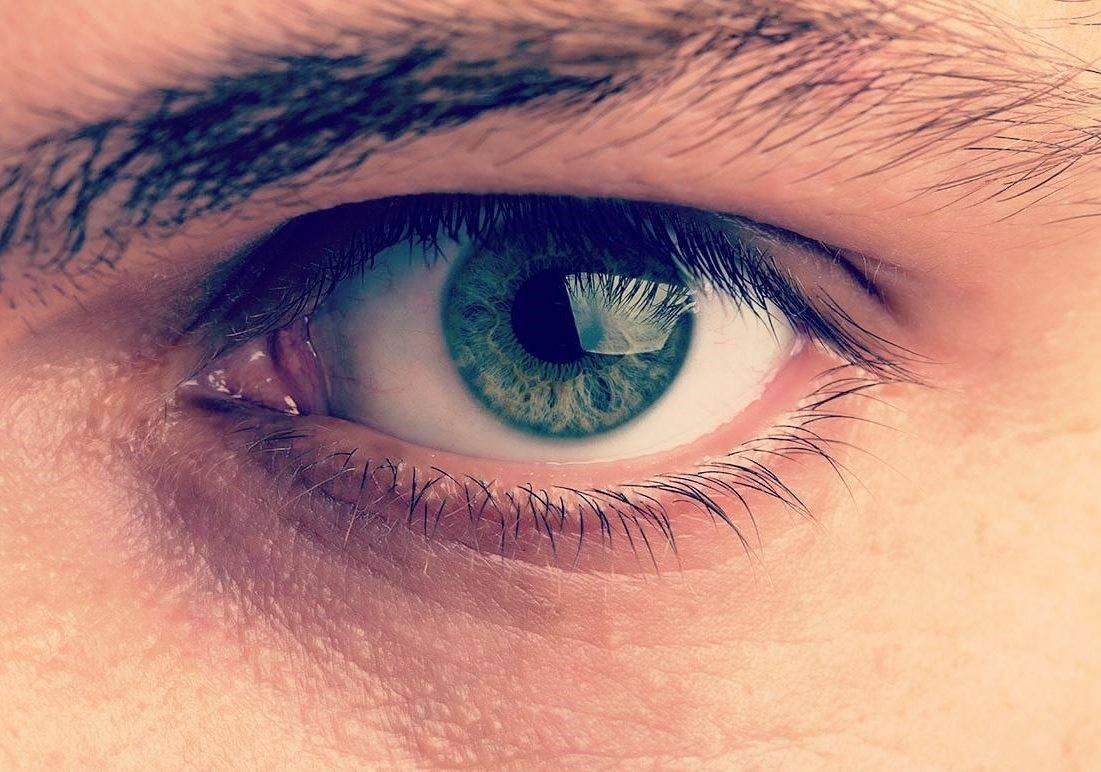 Почему болят и слезятся глаза от солнца