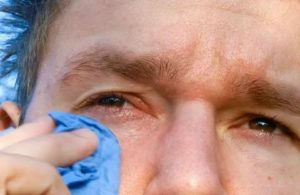 Что делать, если глаза чешутся и слезятся oculistic.ru что делать, если глаза чешутся и слезятся