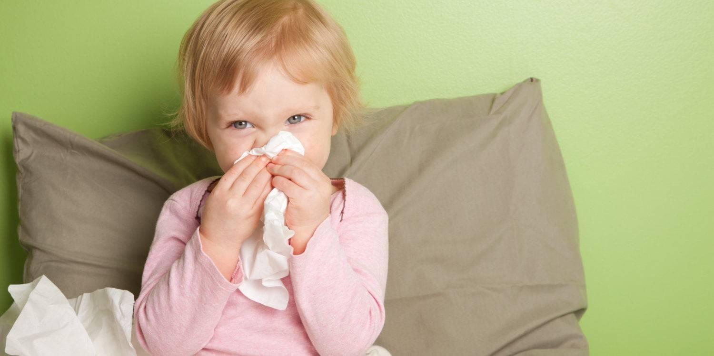 У ребёнка слезятся глаза и насморк: причины, лечение pulmono.ru у ребёнка слезятся глаза и насморк: причины, лечение