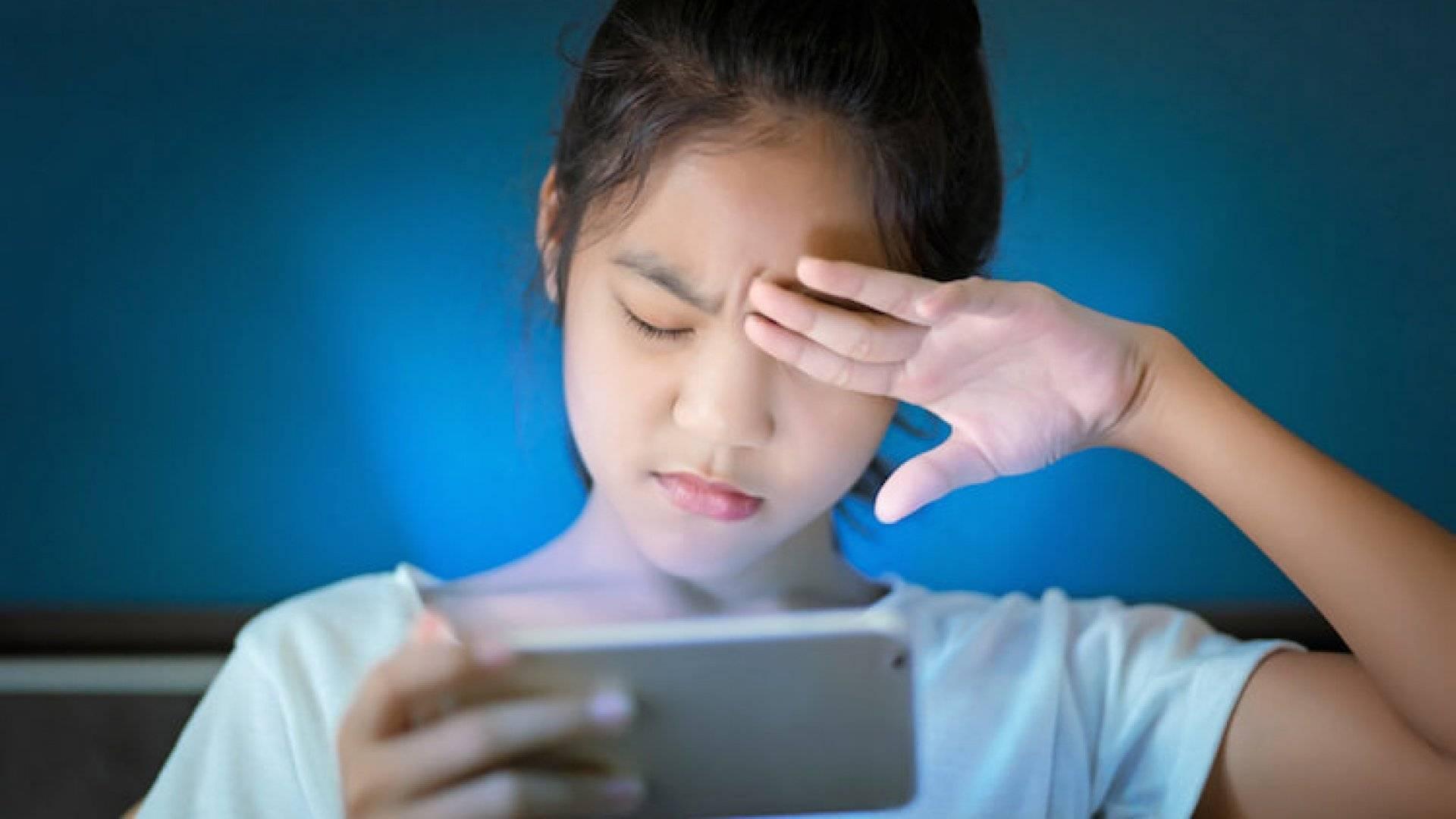 Как смартфоны влияют на зрение?   smart reality