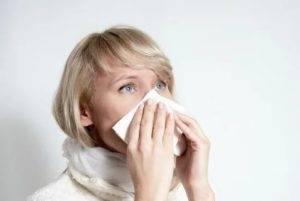 Насморк, слезятся глаза, чихание при простуде: что делать