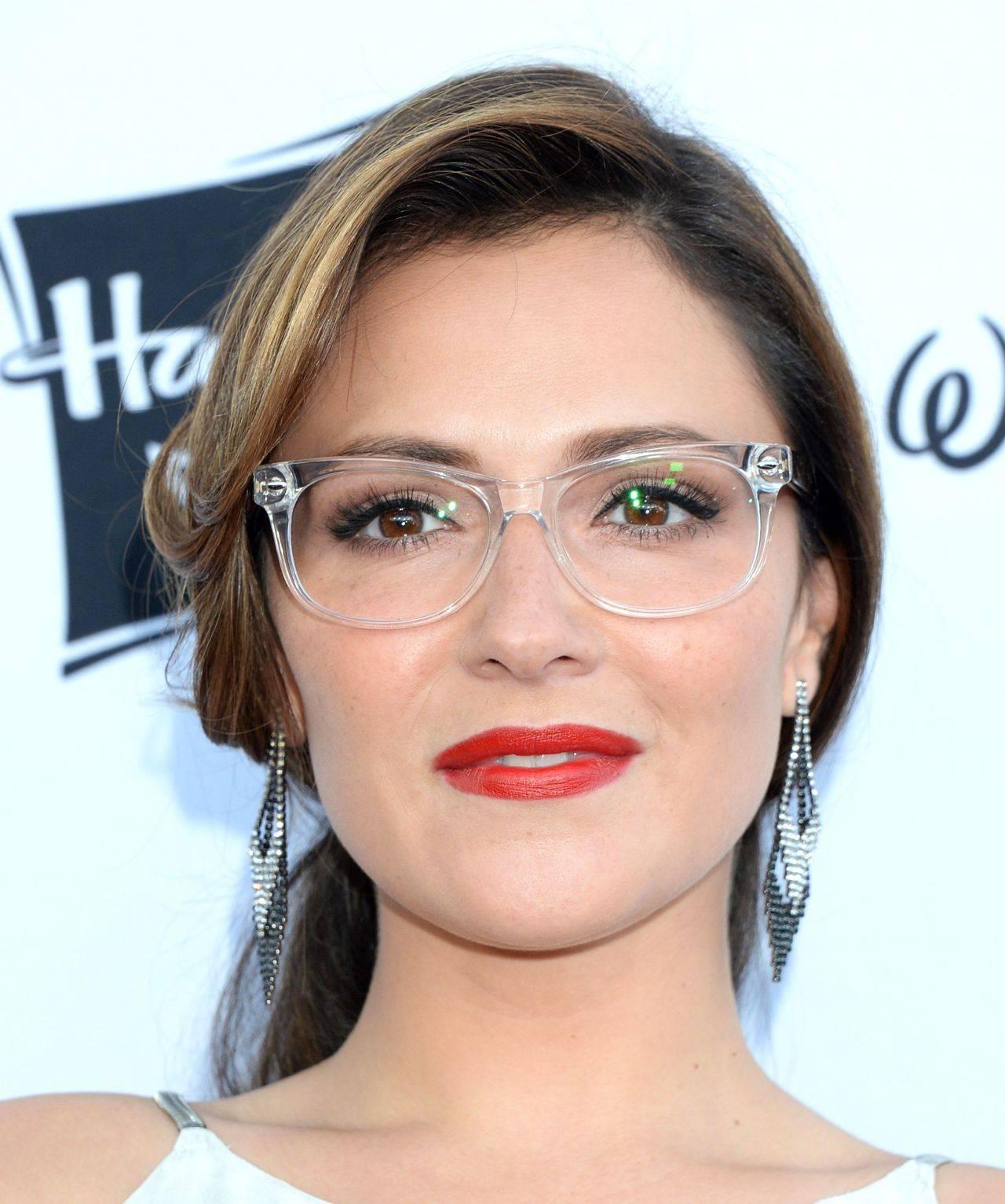 «я не очкарик»: 10 звёздных наследников, которые с гордостью носят очки
