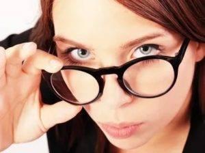 Можно ли рожать с близорукостью, в очках, в линзах?