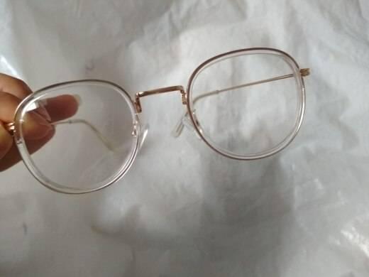 Царапины на очках для зрения — как их убрать