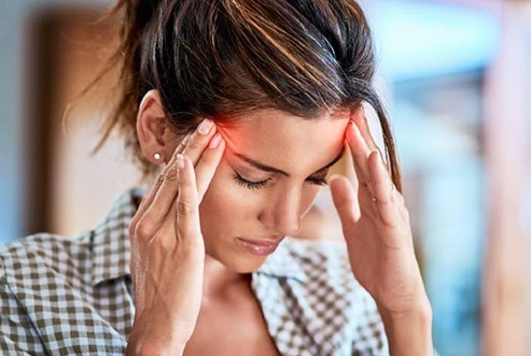 Болит голова и покраснели глаза причины