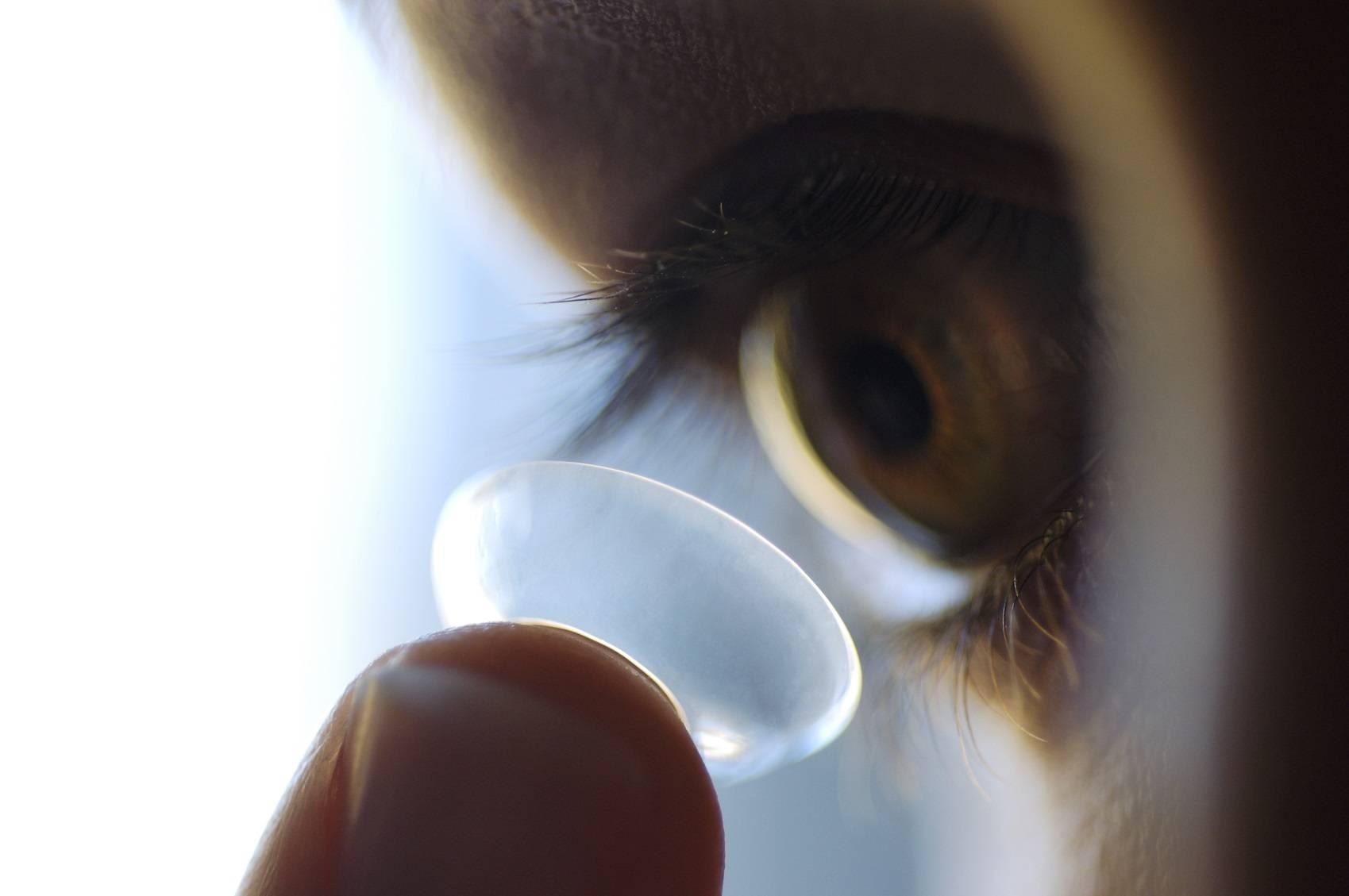 Как были придуманы контактные линзы?