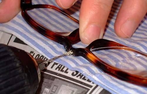 Как починить очки если они сломались — учимся чинить оправу и дужки очков   вокруг нас