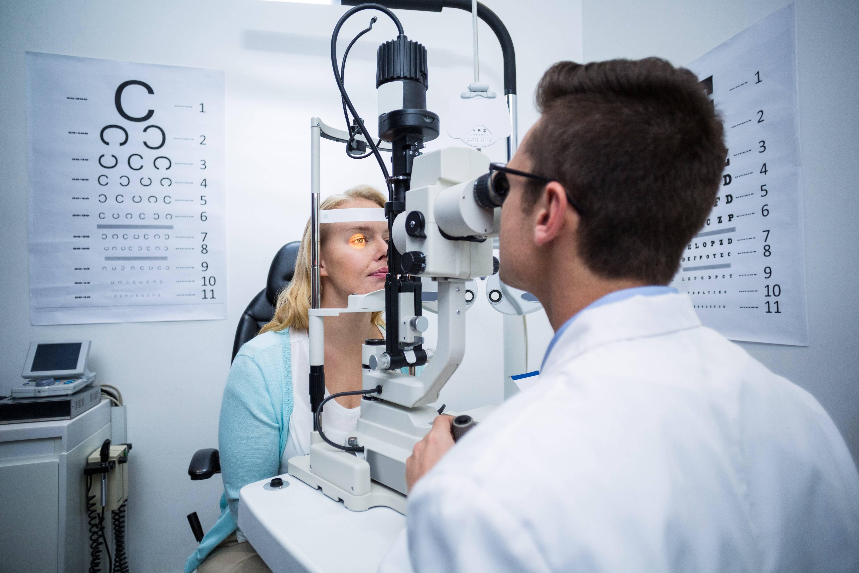 Офтальмолог – кто это такой и что лечит этот врач, он окулист или нет?