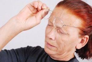 Болит голова в области лба