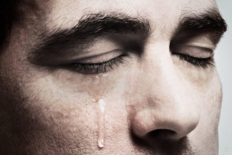 Слезы радости и горечи: что происходит с телом во время плача