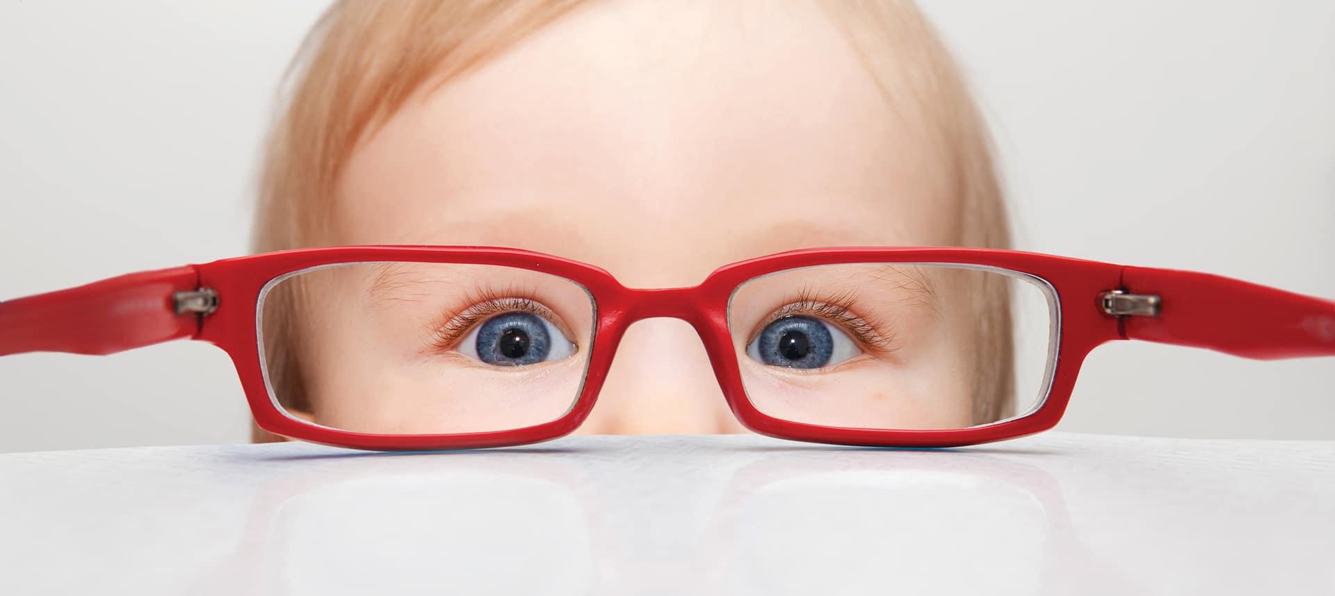 Очки от косоглазия для взрослых и ребенка: можно ли исправить патологию оптикой