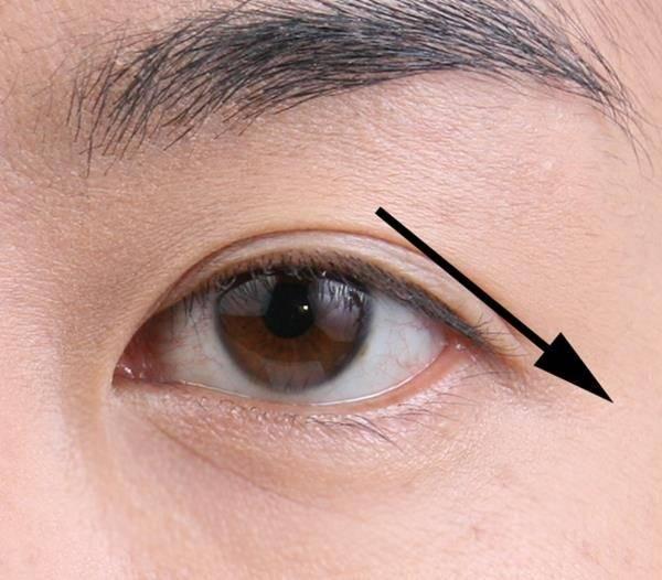 Близко посаженные глаза (45 фото): пошаговая инструкция по созданию макияжа со стрелками,  как определить тип и красить глаза
