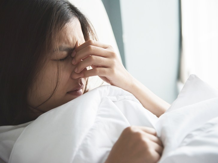 После сна болят глаза причины