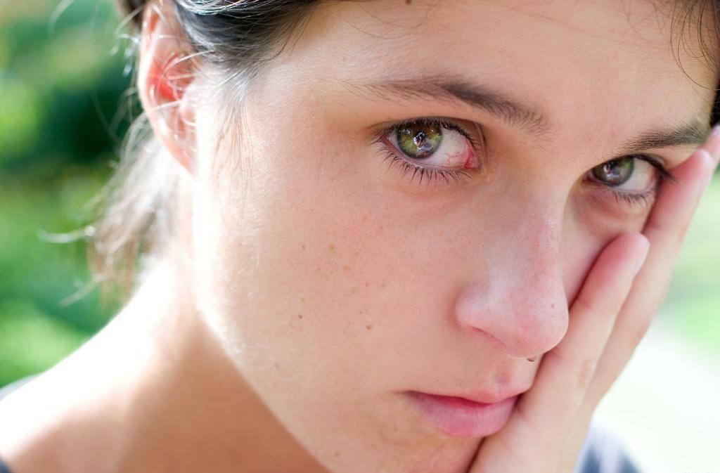 Как перестать плакать: 3 основные причины и способы борьбы