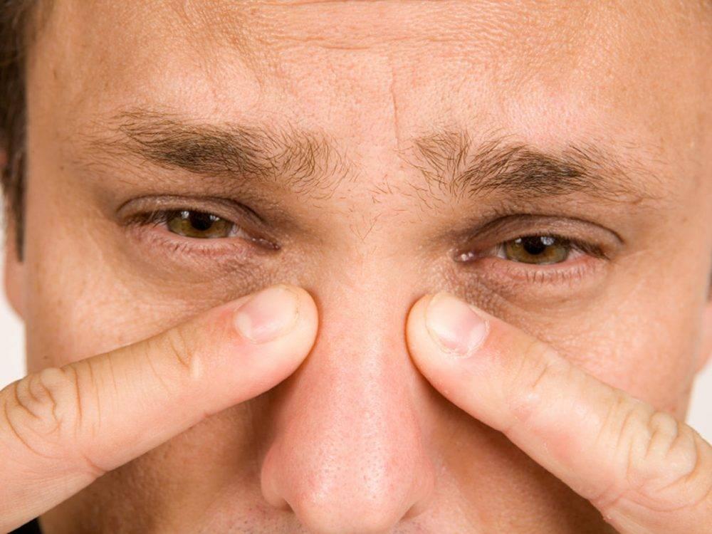 Глаз как будто распирает. болят глаза как будто давят и болит голова — причины и что делать? терапия средствами нетрадиционной медицины