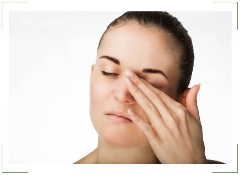 Подергивание века, миокимия или нерный тик (признаки, симптомы, причины и лечение)
