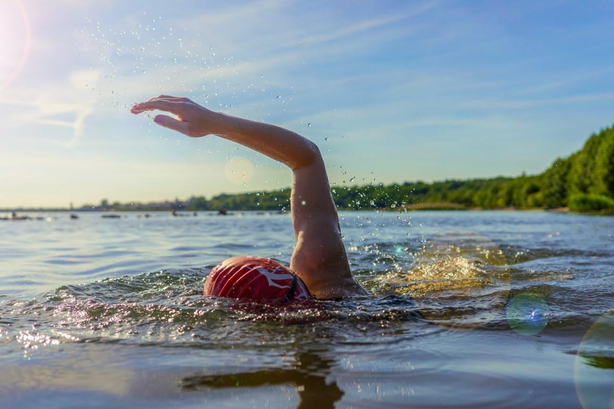 Можно ли плавать в контактных линзах в бассейне – рассказываю про мой личный опыт