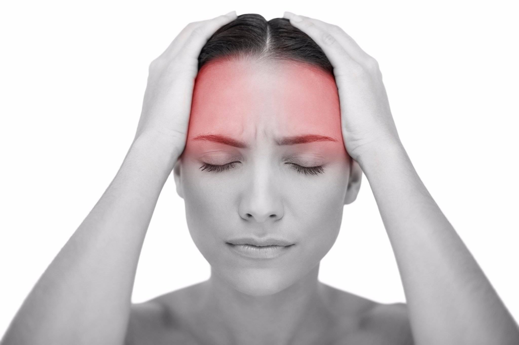 Красные белки глаз и болит голова