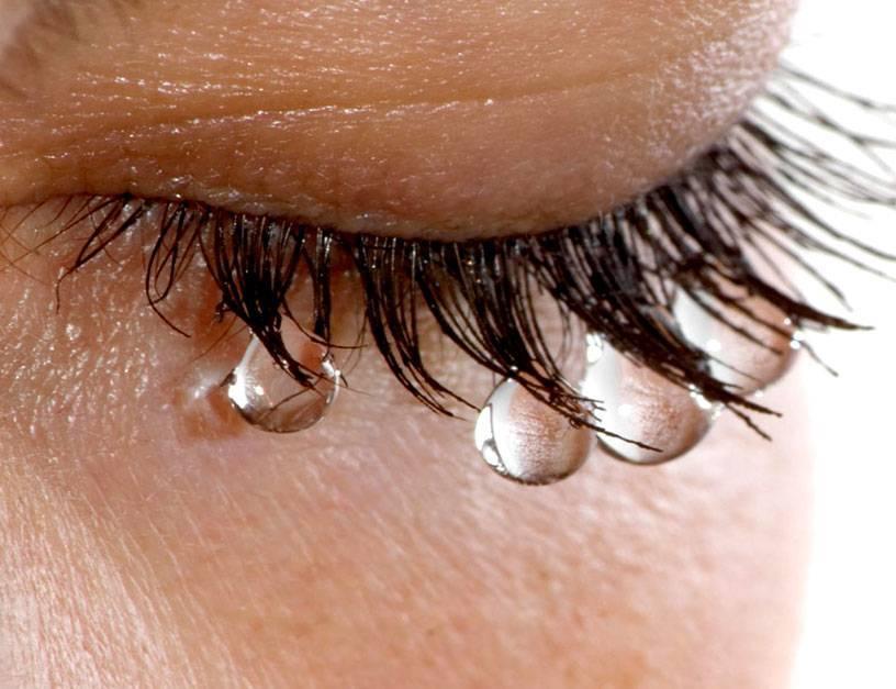 Глазные капли от слезотечения для пожилых людей