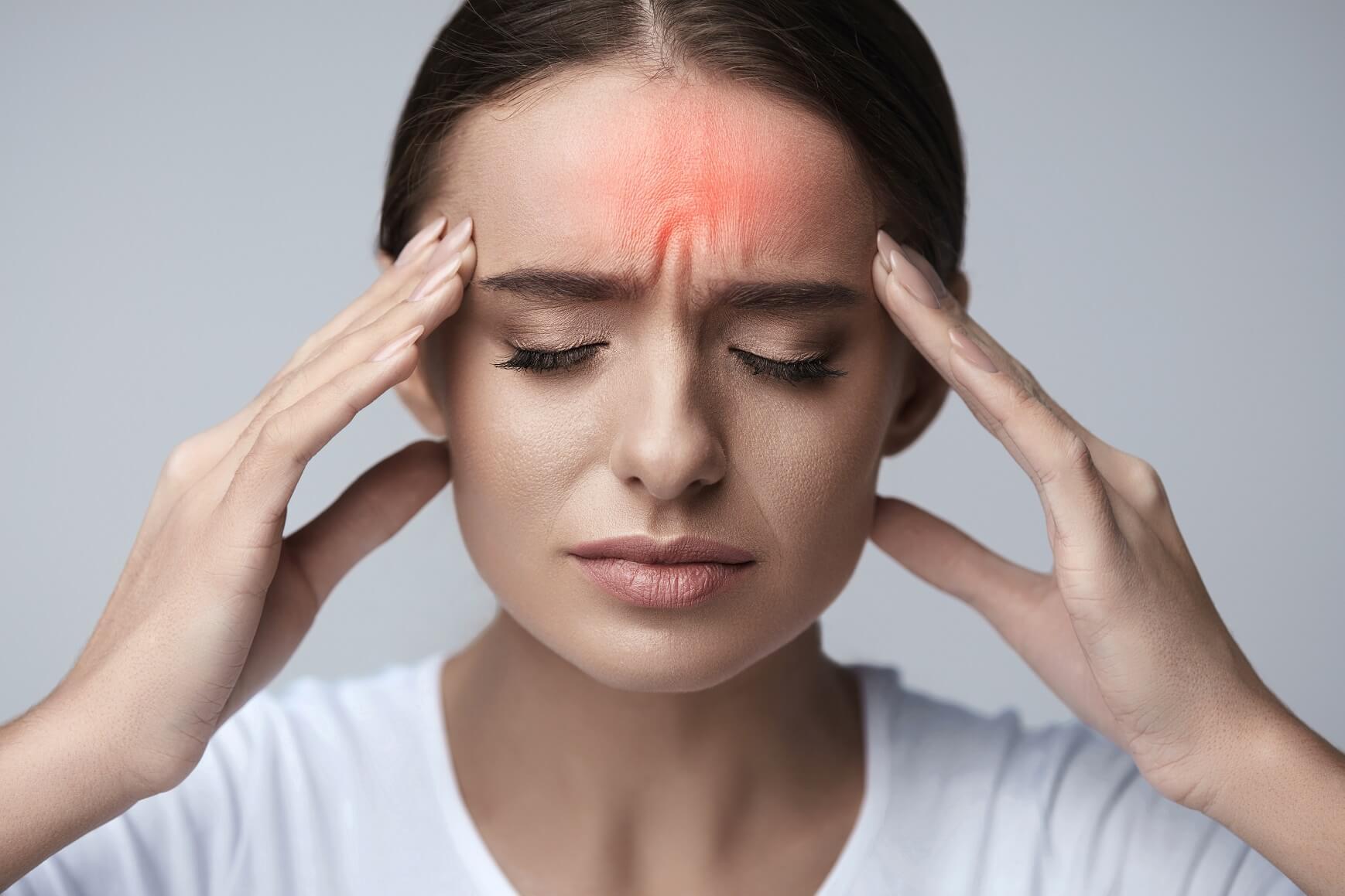 Болит бровь над глазом при нажатии и без, давит, ноет: причины, диагностика, лечение (капли, препараты)
