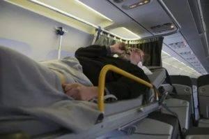 Можно ли летать на самолете после операции по отслойке сетчатки глаза