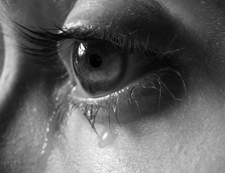 После слез болят глаза