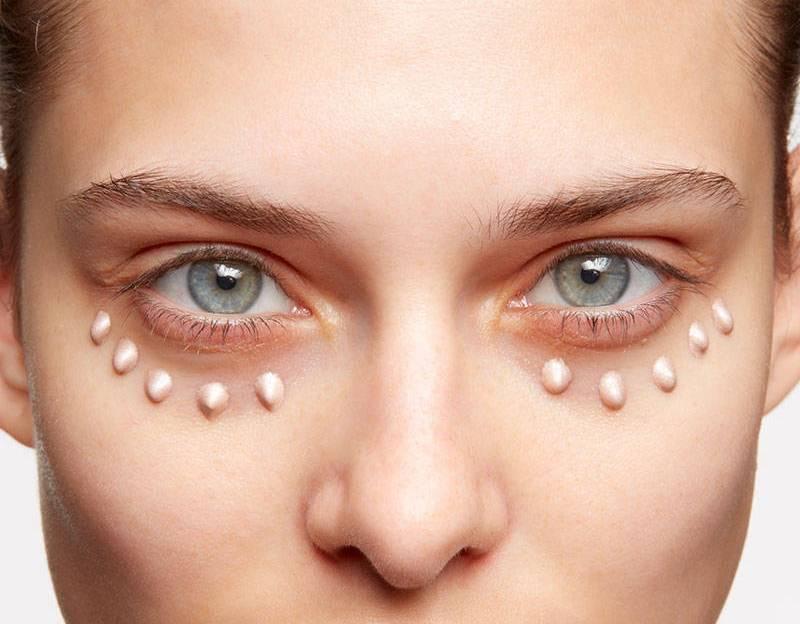 Стоит ли пугаться белых пятен вокруг глаз: причины и лечение проявления