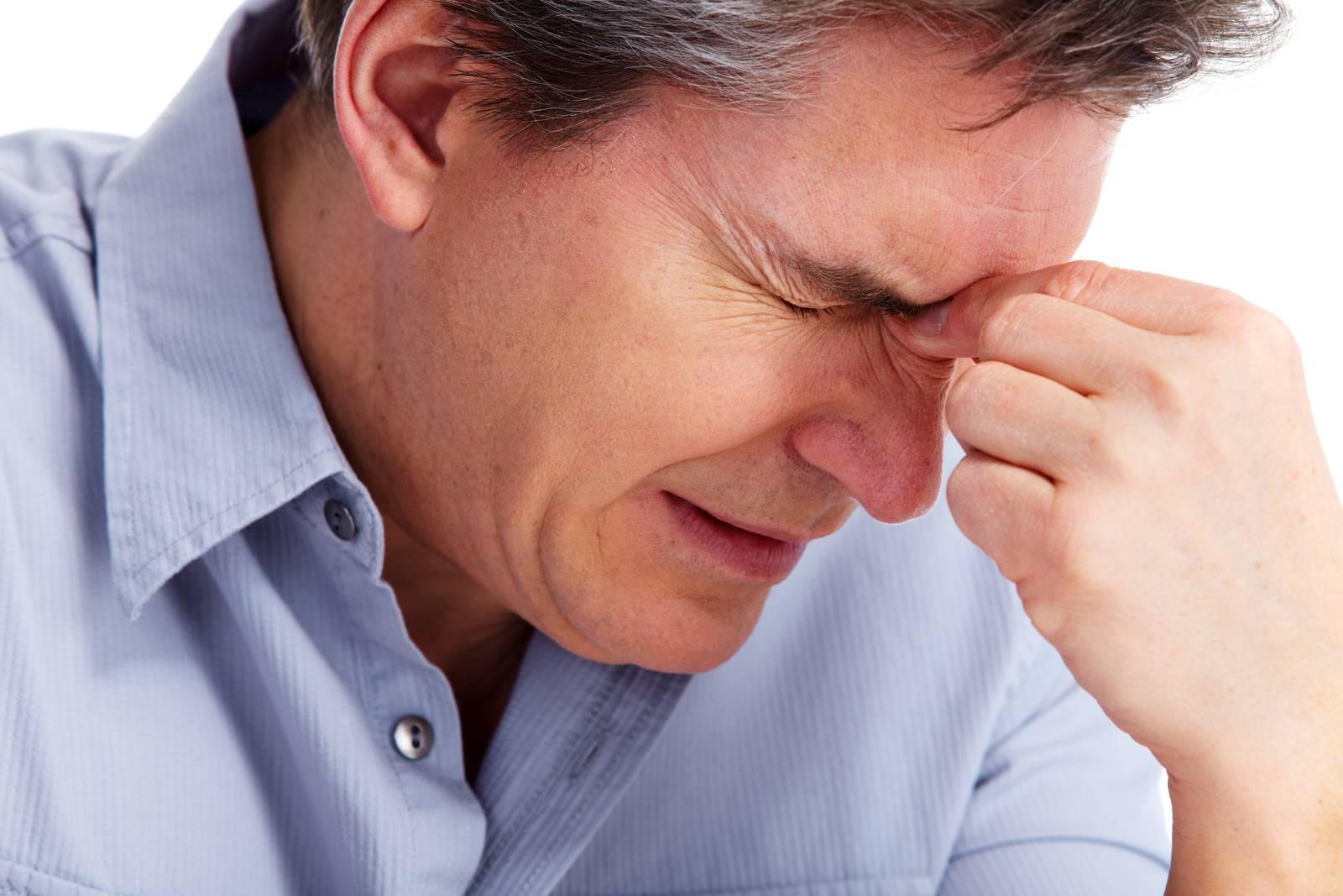 Симптомы болит голова и падает зрение