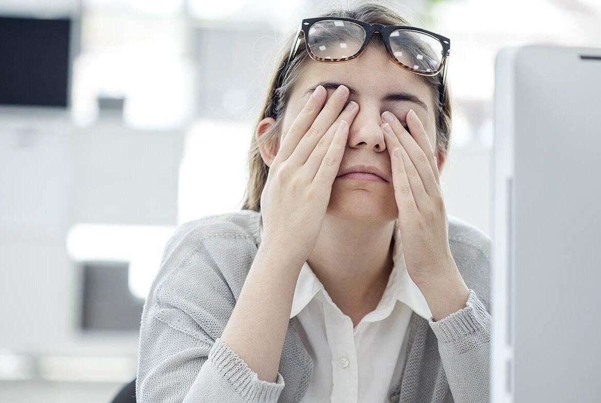 Слезотечение из глаз: причины, лечение, симптомы, осложнения и глазные капли от слезотечения