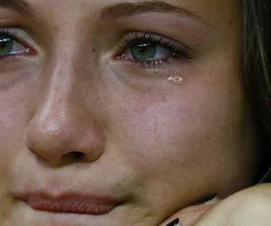 После слёз отекли глаза — что делать?