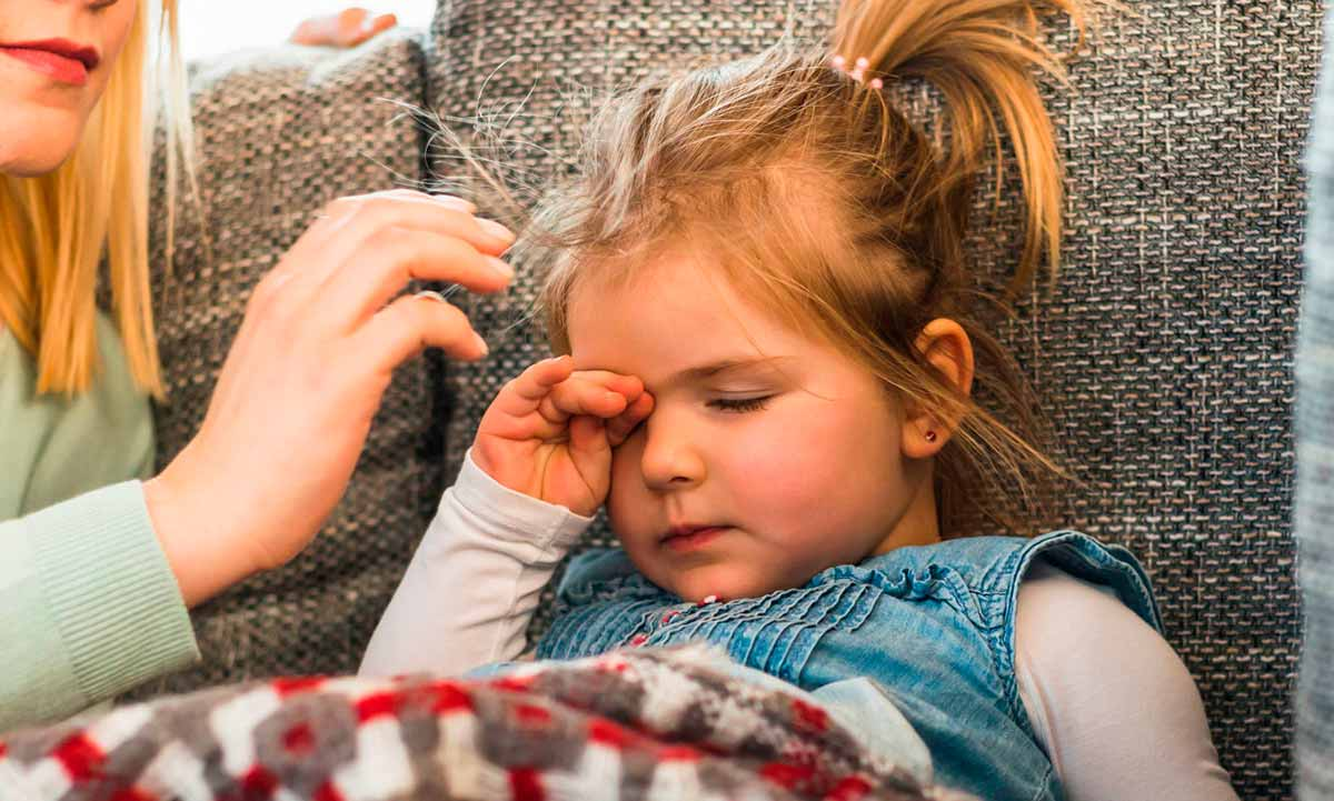 Светобоязнь: причины у взрослых и детей, заболевания, лечение