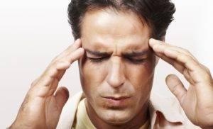 Кружится голова и темнеет в глазах: причины недомогания и его лечение