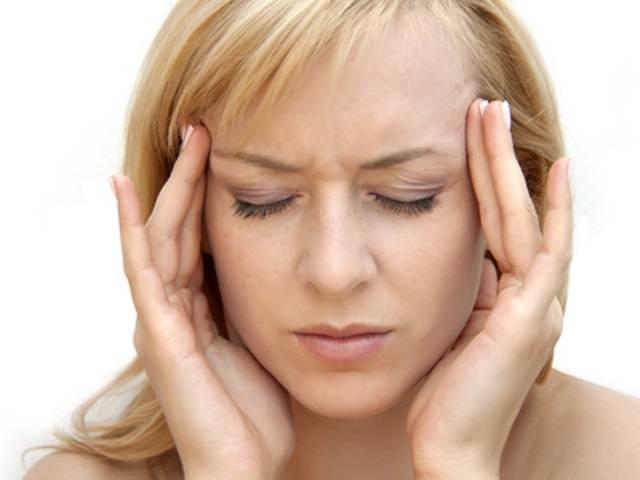 Что делать если дергается глаз и болит голова